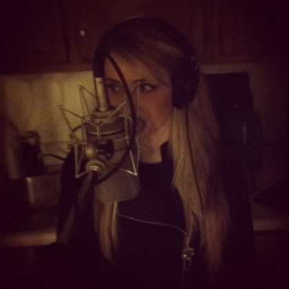 Studio - Tessa, singing in the dark